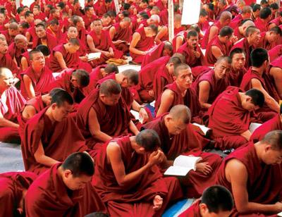 Рис. 2. Буддийские монахи. впоследствии получивший имя Будда Шакьямуни.  Считается, что это одна из древнейших...