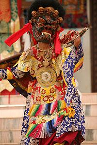 Свитой Каларупы командует Махаякша, защитник монастыря Дзонкар Чоде
