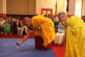 Монахи тибетского тантрического монастыря Гьюдмед