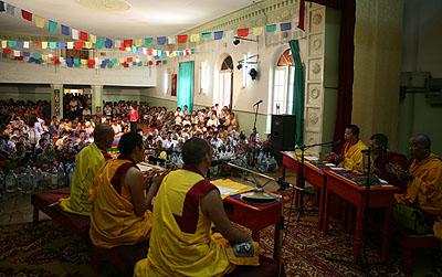 Большая церемония Будды Медицины и устранения препятствий в Лагани».