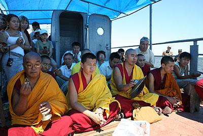 Ламы тибетского тантрического монастыря Гьюдмед