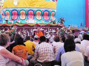 Лекция о четырех Благородных Истинах в молитвенном зале самого большого буддийского храма Европы