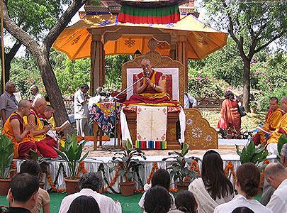 Далай-лама открыл в Дели фестиваль буддийской музыки и ритуалов