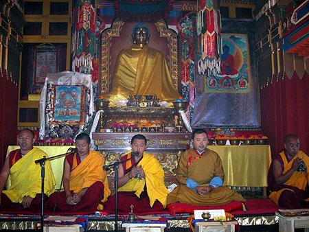 Разрушения песочной мандалы Будды Медицины