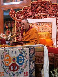 Паломники из Тувы встретились с Далай-ламой в монастыре Гьюдмед