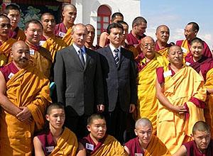 Перед закрытой дверью: отказывая Далай-ламе XIV посещать буддийские регионы России, государство лишает себя и общество политических выгод