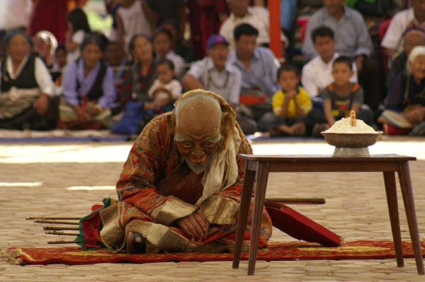 Иногда монахов на главные роли