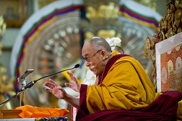 Далай-лама: нам нужно четко понимать, кто перед нами ― монах или мирянин