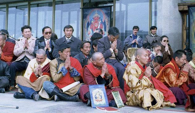 Фотографии первого и пока единственного визита Его Святейшества Далай-ламы в Туву