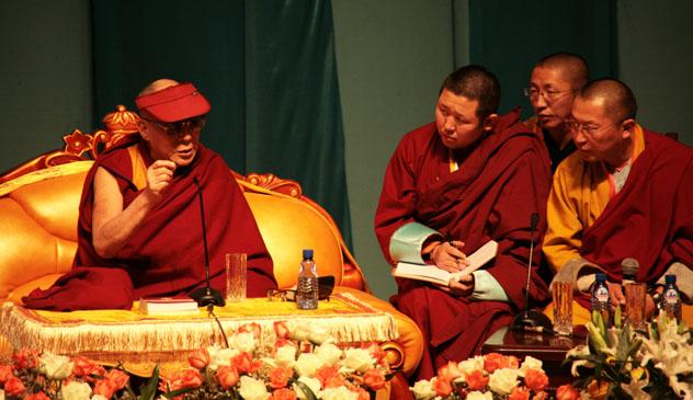 Далай-лама призвал монголов «вознести меч знания»