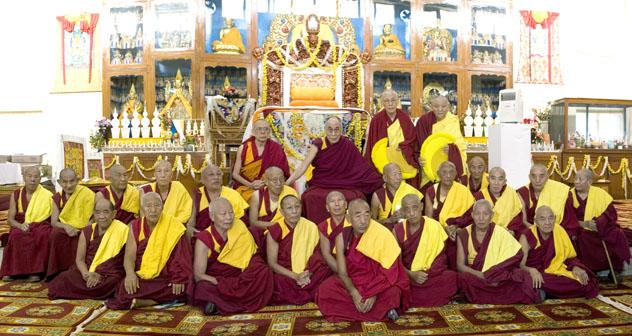 Далай-лама даровал учения по тантре Гухьясамаджи в тантрическом монастыре Гьюдмед