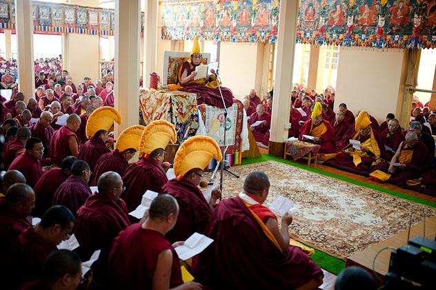 Далай-лама провёл особый молебен о скорейшем перерождении духовного лидера Монголии