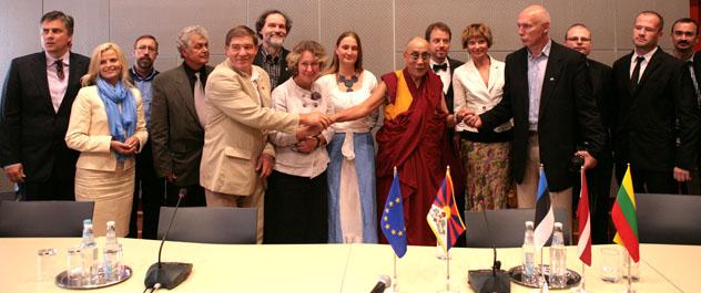 Латвийская партия готовит приезд Далай-ламы в Ригу