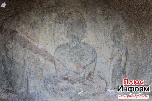 Изображение Будды под водной гладью
