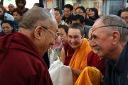 Его Святейшество Далай-ламу приветствуют последователи в Окленде, Новая Зеландия. 12 июня 2013 г. Фото: Джереми Рассел (ОЕСДЛ)