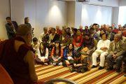 Его Святейшество Далай-лама встречается с членами тибетского и монгольского сообщества, проживающими в Новой Зеландии. Окленд, Новая Зеландия. 12 июня 2013 г. Фото: Джереми Рассел (ОЕСДЛ)