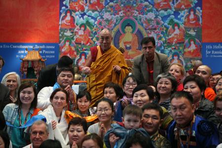 Российские буддисты не оставляют надежды увидеть своего духовного лидера Далай-ламу XIV в России