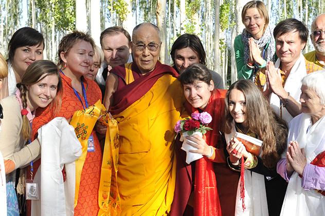 Фотографии Его Святейшества Далай-ламы с участниками посвящения Калачакры в Ладаке