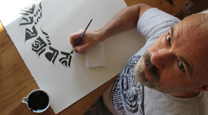 Москву посетит знаменитый мастер тибетской каллиграфии Таши Мэннокс
