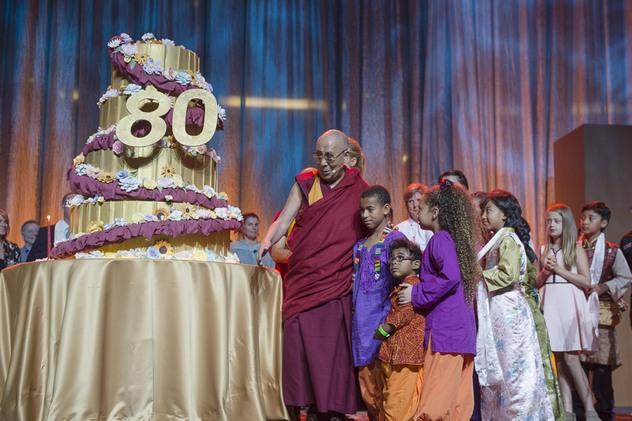 Прямая трансляция. Далай-лама в Нью-Йорке. Учения и праздник в честь 80-летия