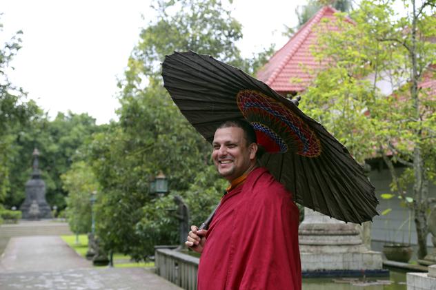 Тензин Приядарши. Цикл онлайн-ретритов по сочинению Кхуну Ламы Ринпоче «Драгоценный светильник. Хвала бодхичитте»