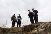С приходом весны тувинские буддисты побелили 120-метровую мантру Будды Сострадания на священной горе Догээ