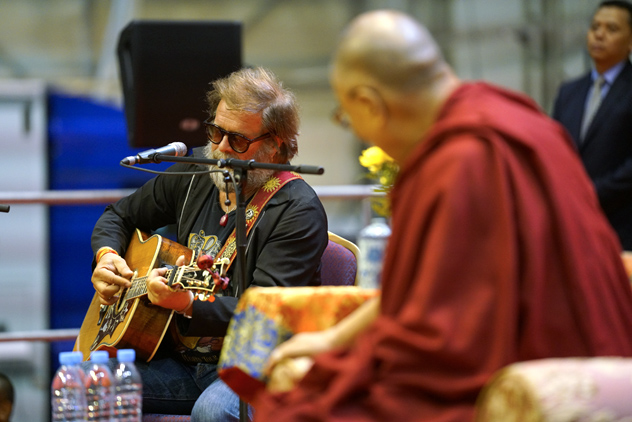 Далай-лама в Риге: о счастье, деньгах, вере и Третьей мировой войне