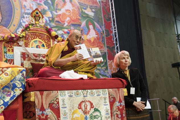 Идущие к счастью. Организатор встреч российских буддистов с Далай-Ламой рассказала, как живут его столичные ученики