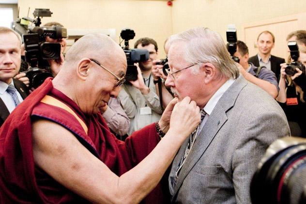 """Далай-лама прочитает в Вильнюсе лекцию """"Искусство счастья"""""""