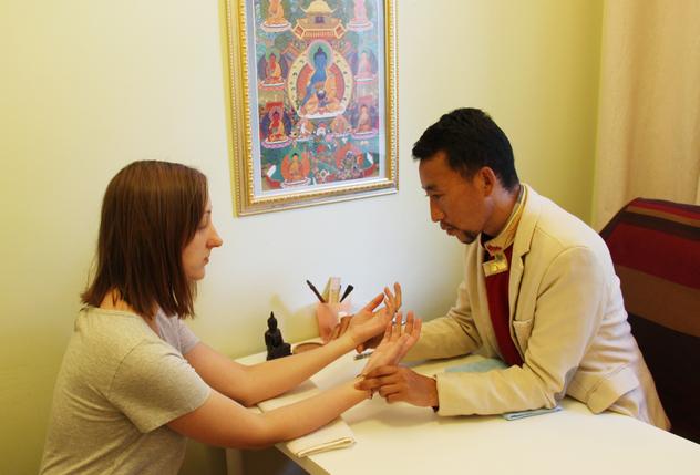 В Москве и Санкт-Петербурге проводит прием пациентов доктор тибетской медицины Нгаванг Сангье