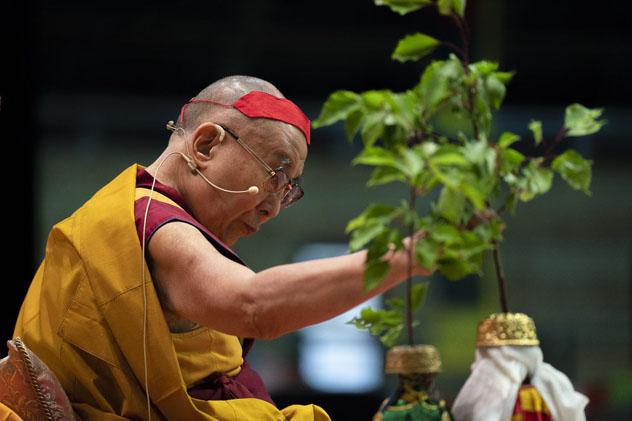 Далай-лама рассказал об особенностях буддийской йоги