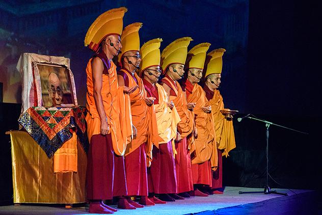 Монахи монастыря Ташилхунпо возведут мандалу к 200-летию Хошеутовского хурула