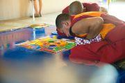Фоторепортаж. Монахи монастыря Таши Лхунпо возводят песочную мандалу Авалокитешвары в Краснодаре