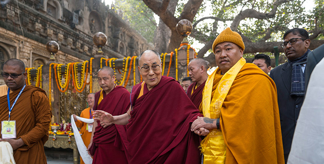 Его Святейшество Далай-лама дарует учения в Бодхгае