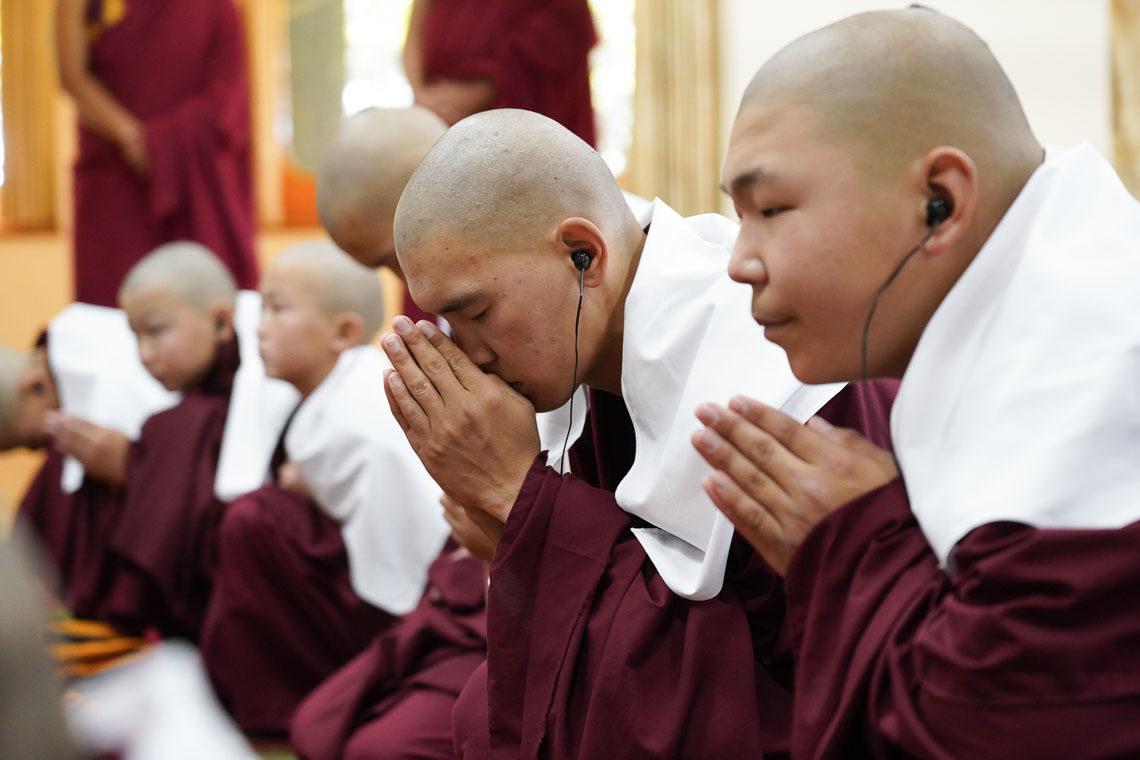 Фоторепортаж. Далай-лама провел в Дхарамсале церемонию дарования монашеских обетов