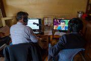 Переводчики на тибетский язык во время первого дня диалога Его Святейшества Далай-ламы с китайскими квантовыми физиками. Дхарамсала, Индия. 1 ноября 2018 г. Фото: дост. Тензин Джампхел.