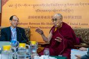 Его Святейшество Далай-лама комментирует доклад доктора Шань И Линя во время первого дня диалога, организованного в главном тибетском храме. Дхарамсала, Индия. 1 ноября 2018 г. Фото: дост. Тензин Джампхел.