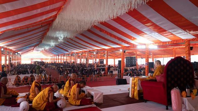 В Санкисе начались учения Далай-ламы по поэме Шантидевы «Путь бодхисаттвы»