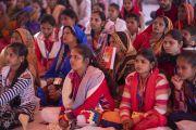 Слушатели во время первого дня учений Его Святейшества Далай-ламы, организованных по просьбе Молодежного буддийского общества Индии. Санкиса, штат Уттар-Прадеш, Индия. 3 декабря 2018 г. Фото: Лобсанг Церинг.
