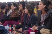 Буддисты, прибывшие из разных стран мира, слушают перевод учений Его Святейшества Далай-ламы. Санкиса, штат Уттар-Прадеш, Индия. 5 декабря 2018 г. Фото: Лобсанг Церинг.