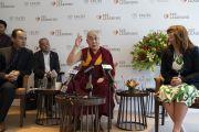 Его Святейшество Далай-лама произносит вступительное слово в начале пресс-конференции, приуроченной к запуску школьной программы социального, эмоционального и этического обучения (СЭЭО). Нью-Дели, Индия. 4 апреля 2019 г. Фото: Тензин Чойджор.
