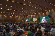 Вид на сцену во время основного доклада Его Святейшества Далай-ламы на презентации школьной программы социального, эмоционального и этического образования (СЭЭО). Нью-Дели, Индия. 5 апреля 2019 г. Фото: Тензин Чойджор.