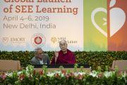 Его Святейшество Далай-лама отвечает на вопросы слушателей во время второго дня международной презентации программы СЭЭО. Нью-Дели, Индия. 6 апреля 2019 г. Фото: Тензин Чойджор.
