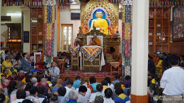Далай-лама призвал ценить других больше самих себя