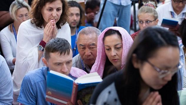 В заключительный день учений для буддистов России Далай-лама провел церемонию зарождения бодхичитты