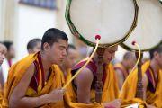 Монахи монастыря Намгьял играют на традиционных инструментах во время молебна по случаю 84-летия Его Святейшества Далай-ламы. Дхарамсала, Индия. 6 июля 2019 г. Фото: Тензин Чойджор.