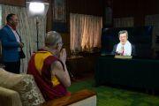 Вице-президент Тайваня Чэнь Цзяньжэнь поздравляет Его Святейшество Далай-ламу с 84-летием во время беседы по видеосвязи в ходе праздничных мероприятий, организованных в Тайване, Сингапуре и Малайзии. Дхарамсала, Индия. 6 июля 2019 г. Фото: Тензин Чойджор.