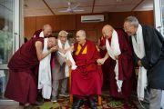 Его Святейшество Далай-лама во время встречи с вышедшими на пенсию сотрудниками Центральной тибетской администрации, работавшими в Тибете до 1959 г. и в Индии после ухода тибетцев в изгнание. Дхарамсала, Индия. 7 июля 2019 г. Фото: дост. Тензин Джампхел.