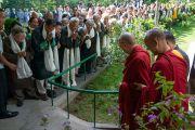 Его Святейшество Далай-лама прибывает на организованную в его резиденции встречу с вышедшими на пенсию сотрудниками Центральной тибетской администрации. Дхарамсала, Индия. 7 июля 2019 г. Фото: Тензин Чойджор.