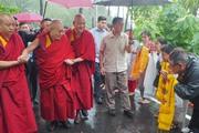 Фоторепортаж. Далай-лама направился в Манали